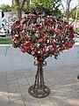 Ростов-на-Дону, наб.р.Дон, железное дерево с замками, 25.05.2015 - panoramio.jpg