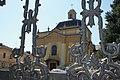 Церква святого Юрія крізь ворота.jpg