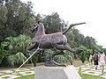 黄金沙滩园里的奔马雕塑 - panoramio.jpg