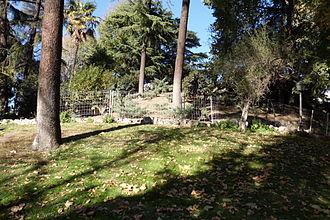 Ermita de San Pelayo y San Isidoro - Environment of the hermitage; view of the Montaña artificial from the ruins