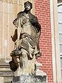 18.2 Weibliche Figur Heinrichsflügel Neues Palais Sanssouci Steffen Heilfort.JPG