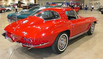 English: 1963 Corvette split-window coupe at c...