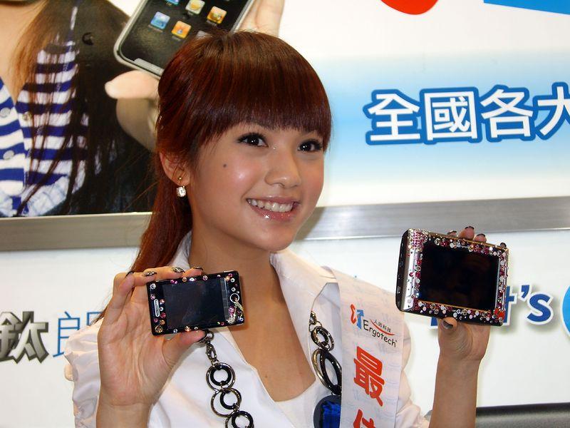 http://upload.wikimedia.org/wikipedia/commons/thumb/f/f9/2007TaipeiITMonth_RainieYang.jpg/800px-2007TaipeiITMonth_RainieYang.jpg