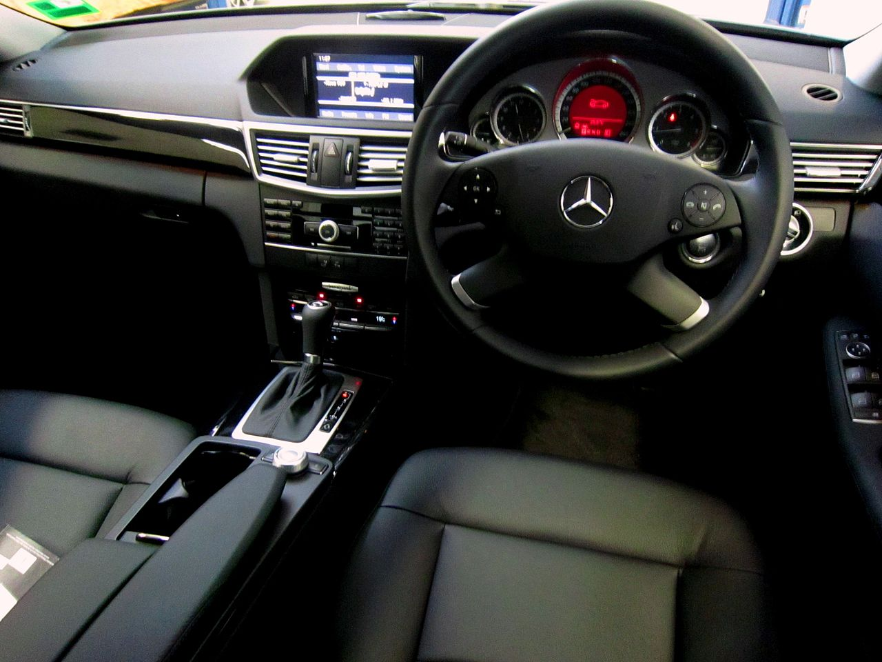 file 2010 mercedes benz e 250 cdi w 212 blueefficiency avantgarde sedan 2011 03 18. Black Bedroom Furniture Sets. Home Design Ideas