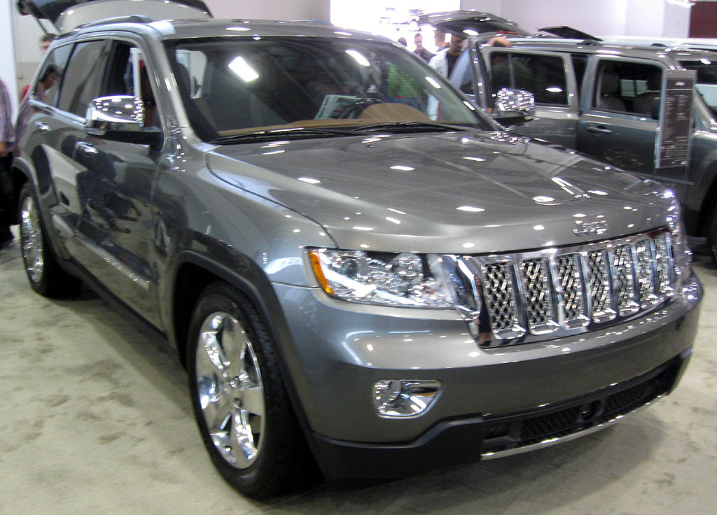 file 2011 jeep grand cherokee overland summit 2011 wikimedia commons. Black Bedroom Furniture Sets. Home Design Ideas