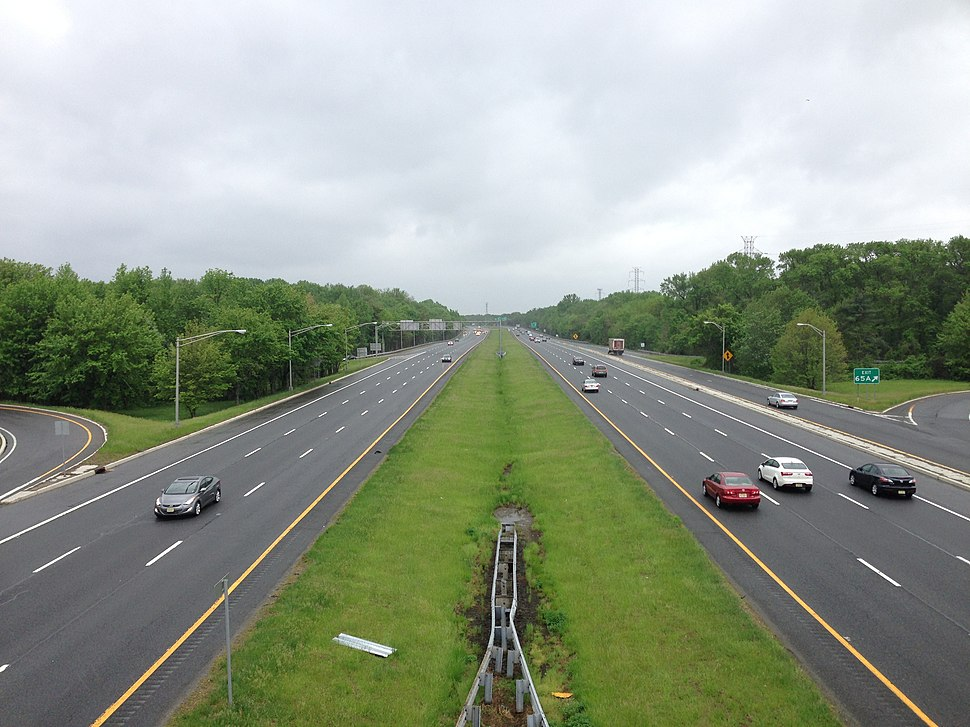 2014-05-16 13 44 32 View south along Interstate 295 (Camden Freeway) from the overpass for Sloan Avenue (Mercer County Route 649) in Hamilton Township, Mercer County, New Jersey.jpg