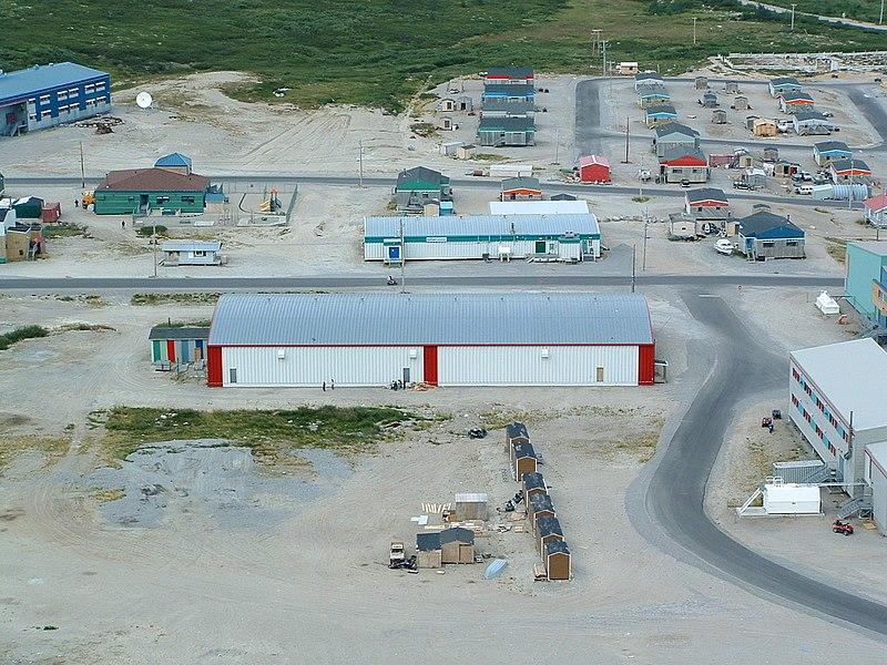 File:3070 LK Kangiqsualujjuaq hockey rink.jpg
