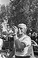 51ste Tour de France 1964 Henk Nijdam drinkend na inish Amiens, Bestanddeelnr 916-5823.jpg