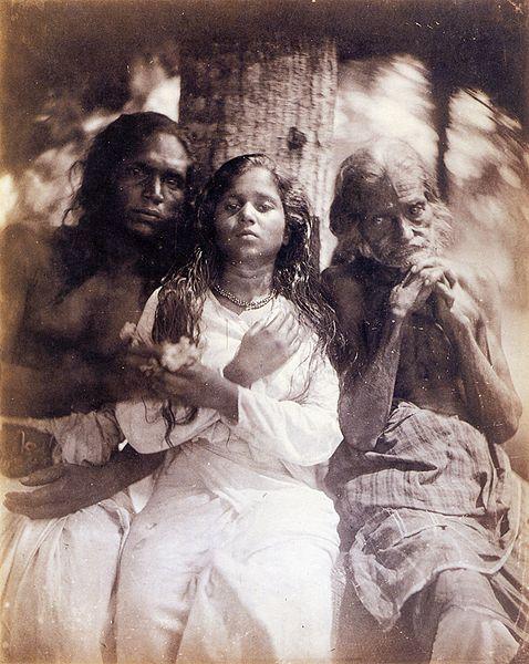 Fichier:A Group of Kalutara Peasants 2, by Julia Margaret Cameron.jpg
