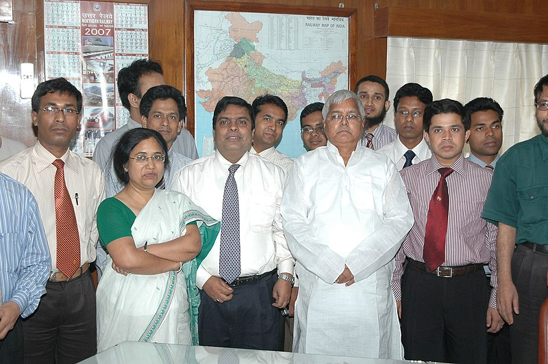 File:A group of civil servants from Bangladesh who are on a study tour of India, called on the Union Minister for Railways, Shri Lalu Prasad, in New Delhi on May 23, 2007.jpg