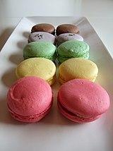 A rainbow of macarons (part deux).jpg