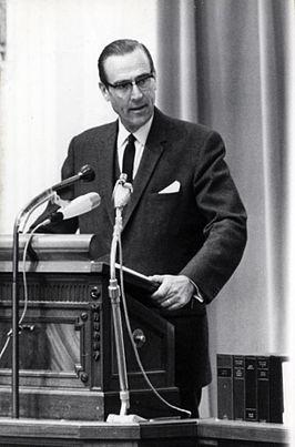 Piet Aalberse aan het woord in de Tweede Kamer over het Nederlandse loon- en prijsbeleid op 25 juni 1966.