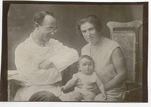 Aron Baron - Aron Baron in exile with wife and daughter
