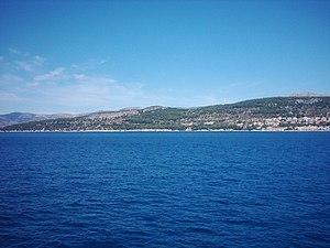 English: Adriatic Sea from a ferry. Română: Ma...