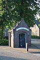 Afhangweg 13 Wegkapelletje met op het windvaantje het jaartal.jpg