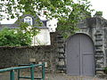 Agnos (Pyr-Atl, Fr) Porte d'accès et aperçu du château.JPG