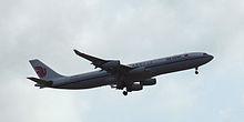 Un Airbus A340-313X della Air China durante l'atterraggio.