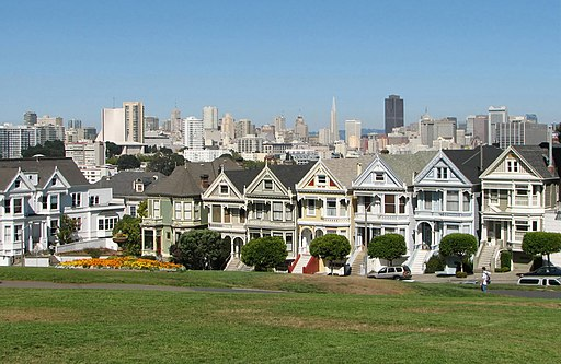 Alamo Square, San Francisco - By Bernard Gagnon (Own work) [GFDL (http://www.gnu.org/copyleft/fdl.html) or CC-BY-SA-3.0-2.5-2.0-1.0 (http://creativecommons.org/licenses/by-sa/3.0)], via Wikimedia Commons