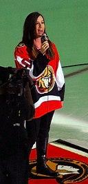 Alanis Morissette si esibisce durante i playoff dello Stanley Cup il 5 giugno 2007