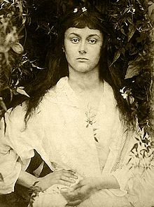 https://upload.wikimedia.org/wikipedia/commons/thumb/f/f9/Alice_Liddell_as_a_young_woman.jpg/220px-Alice_Liddell_as_a_young_woman.jpg