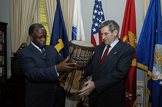 Foreign relations of Uganda - Minister of Defense Amama Mbabazi of Uganda presents a drum as a gift to Deputy Secretary of Defense Paul Wolfowitz.
