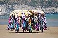 Ambulante in spiaggia a Vieste - panoramio.jpg