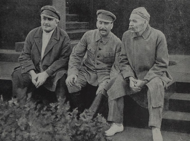 File:Avel Enukidze Joseph Stalin and Maxim Gorky Red Square 1931.jpg