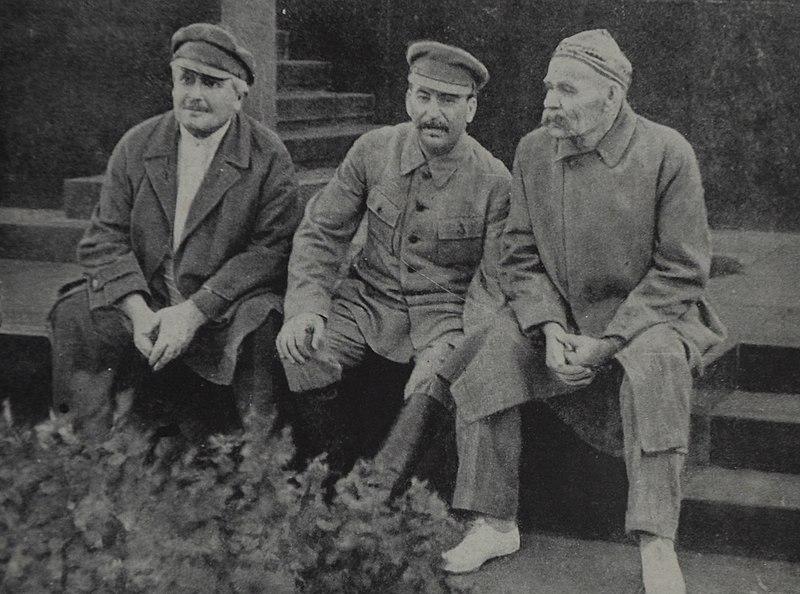 File:Avel Enukidze Joseph Stalin and Maxim Gorky Red Square 1931.jpg