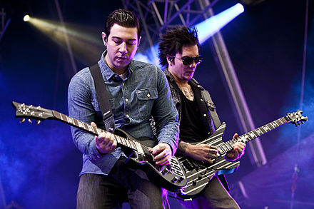 Zacky Vengeance and Synyster Gates live in Norway in 2011 Avenged-Sevenfold-BergenCalling-2011-Christian Misje-5503.jpg