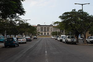 Avenida Samora Machel towards Maputo City Hall