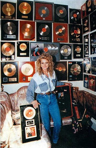 Bonnie Tyler - Tyler at her home in Wales, 1993.