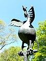 Bad Sassendorf – Bronze-Skulpturen – der Hahn vor dem kleinen Tee- und Caféhaus - panoramio.jpg