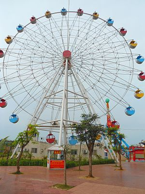 Haikou - The ferris wheel at Baishamen Park