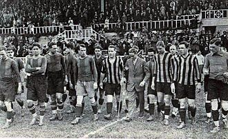 Peñarol - Players of Barcelona and Peñarol entering the pitch before their first test, 5 June 1927