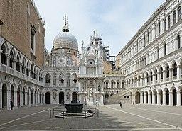 Basilica di San Marco dal cortile del Palazzo Ducale Venezia