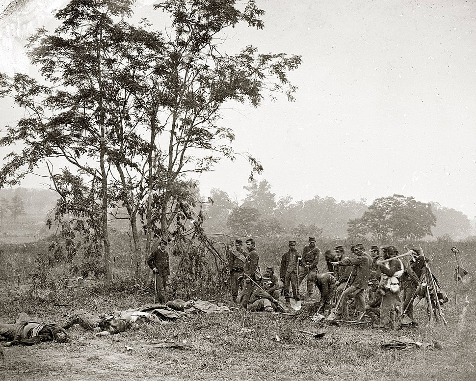 Battle of Antietam, 1862, burial crew of Union soldiers