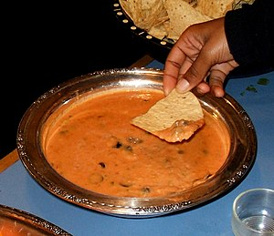 Bean dip - Image: Bean dip with tortilla chips