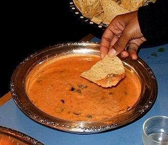 Bean dip - Image: Bean dip with tortilla chips
