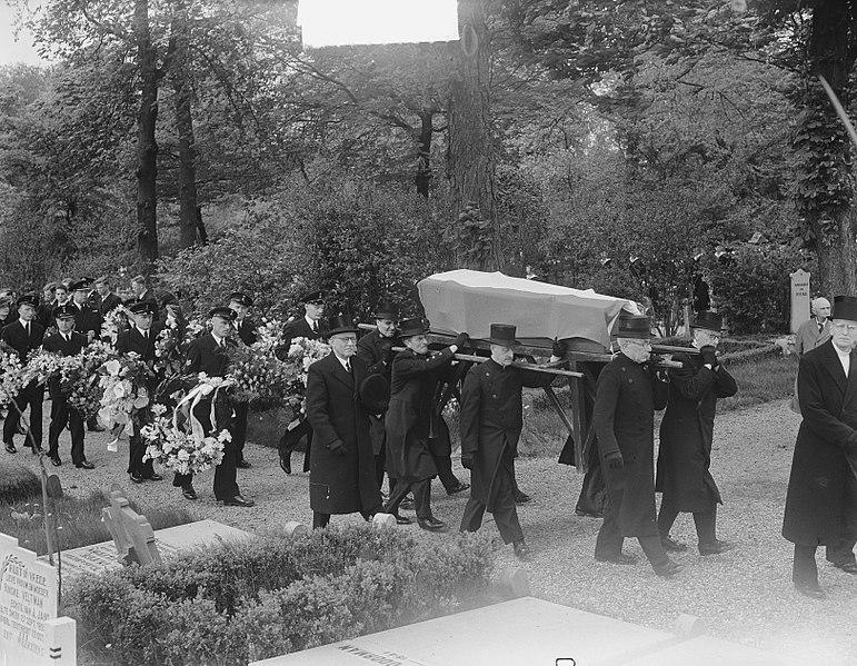 File:Begrafenis Marvo Utrecht, Bestanddeelnr 904-5597.jpg