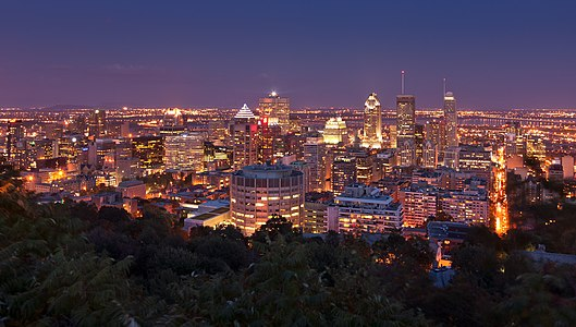 "Night view of Montreal from the ""chalet du Monnt Royal"""