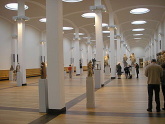 Gemäldegalerie, Berlin - Main hall with sculptures