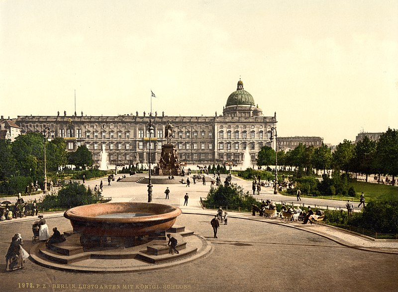 File:Berlin Stadtschloss um 1900 (aged colors).jpg