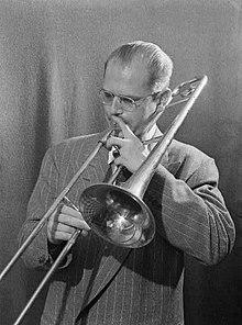 Bill Harris con un trombone