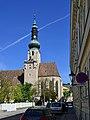 Blick von der Annagasse auf die Pfarrkirche.jpg