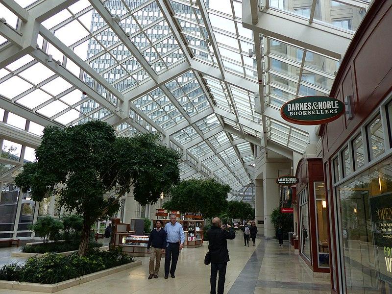 Fazer compras em shopping em Boston