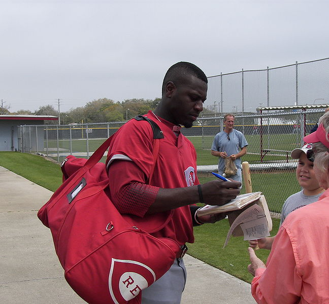 Brandon Phillips signing autographs in 2008