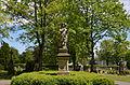 Brilon, Alter Friedhof, Standbild des guten Hirten (1).JPG