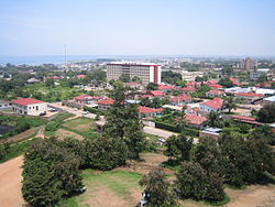 Central Bujumbura, wi Loch Tanganyika in the backgrund