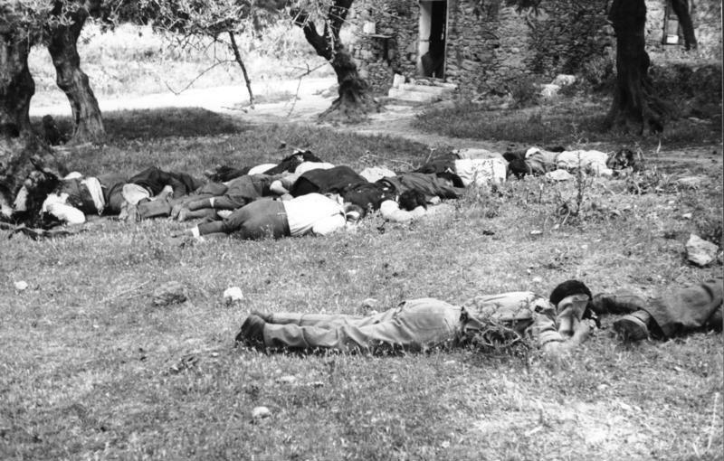 Bundesarchiv Bild 101I-166-0527-06A, Kreta, Kondomari, Erschießung von Zivilisten