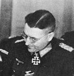 Bundesarchiv Bild 146-1971-033-33, Lagebesprechung im Hauptquartier der Heeresgruppe Weichsel (cropped).jpg